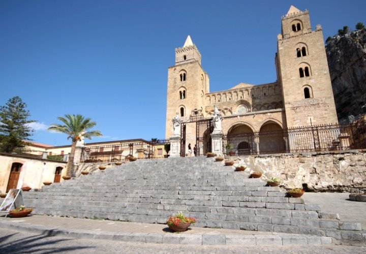 Walking tour in Catania and discovery of Cefalù