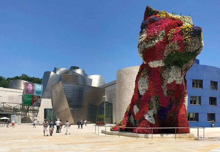 Guggenheim Museum Bilbao - magnificent example of the most avant-garde architecture of the 20th century