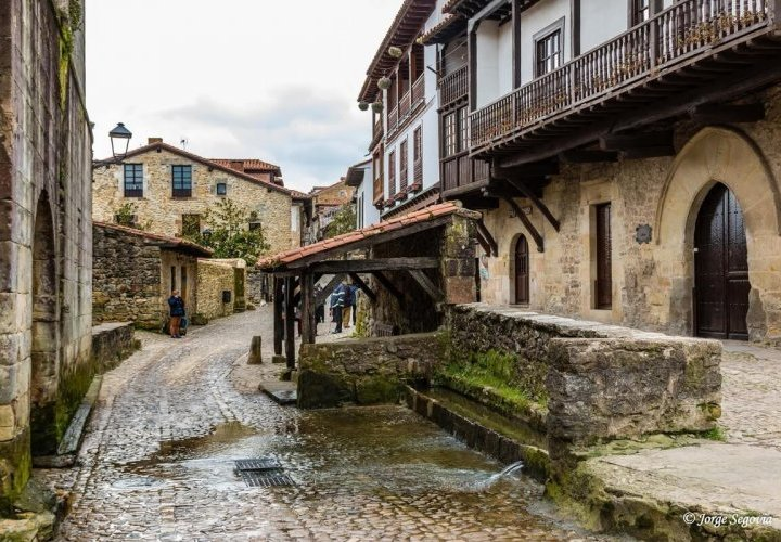 Travel to Santillana del Mar and Covandonga - important places of historical value in Spain
