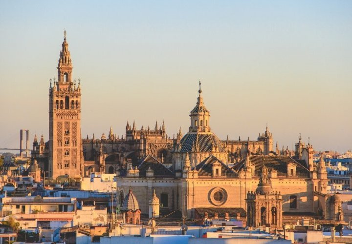 Discovery of Seville Cathedral, the gothic temple with the largest area in the world
