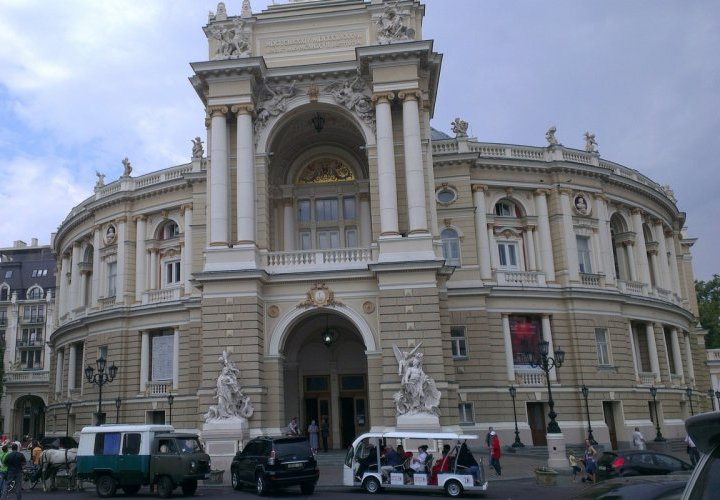 Travel to Ukraine and guided tour of Odessa city - the pearl of the Black Sea