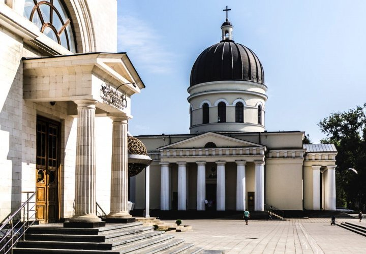 Chisinau city tour, visit of the Central Market and the National Museum of Ethnography and Natural History