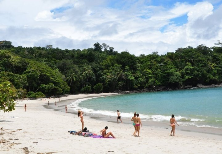 Free day to enjoy the beach in Manuel Antonio