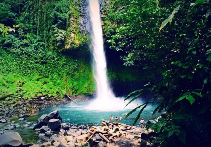 Chocolate tour and walk through Rio Fortuna Waterfall Reserve