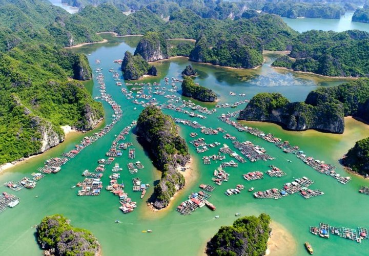 Halong Bay Cruise, an incredible experience around one of the seven natural wonders of the world