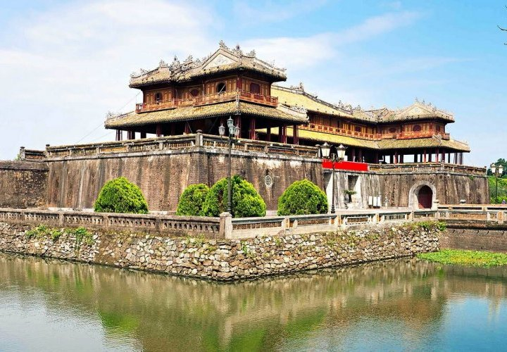 Discovery of the city of Hue, former imperial capital of the Nguyen dynasty