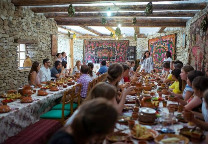 Traditional dinner with live music show at Butuceni guesthouse and sledge ride through Butuceni village