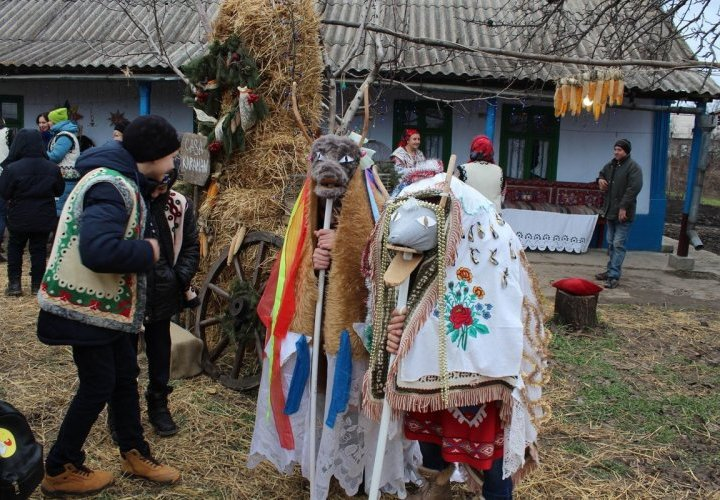 Discovery of Noul Neamt Monastery and Christmas dishes tasting in Tirnauca village